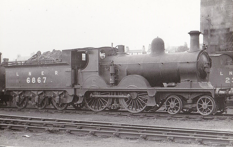Class D44 - 6867 - Manson GNSR Class A 4-4-0 - built 10/00 by Kitson & Co. as GNSR No.67 - 12/26 to LNER No.6867 - 10/32 withdrawn from Kittybrewater, where seen 08/32.