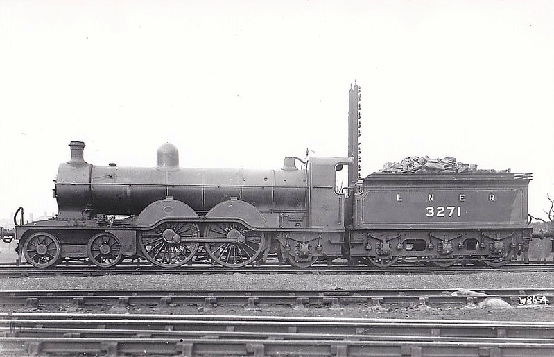 Class C2 - 3271 - Ivatt GNR 4-4-2 - built 07/02 by Doncaster Works as GNR No.271 - 1924 to LNER No.3271 - 06/36 withdrawn from Doncaster MPD.