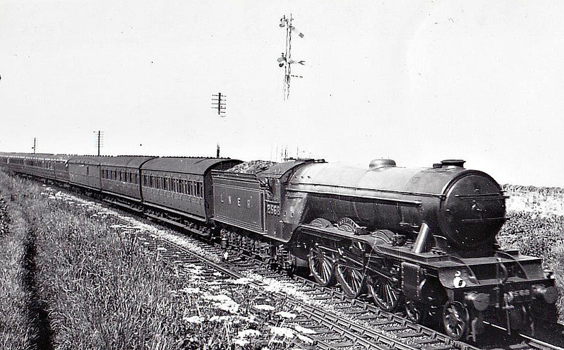 Class A3 - 2568 SCEPTRE - Gresley GNR/LNER 4-6-2 - built 09/24 by North British Loco Co. - 05/46 to LNER No.69, 07/48 to BR No.60069 - 10/62 withdrawn from 56B Ardsley.