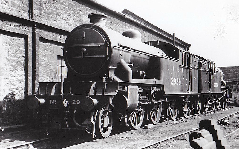 Class V1 - 2929 - Gresley LNER 2-6-2T - built 02/35 by Doncaster Works - 06/46 to LNER No.7629, 07/48 to BR No.67629 - 05/62 withdrawn from 65C Parkhead - seen here at St Margarets, 05/37.