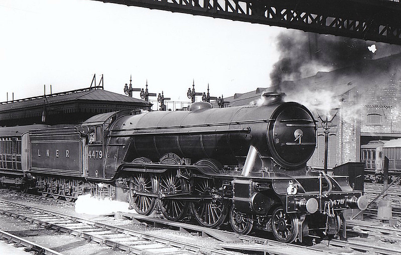 Class A3 - 4479 ROBERT THE DEVIL - Gresley LNER 4-6-2 - built 07/23 by Doncaster Works as GNR No.1479 - 04/25 to LNER No.4479, 08/46 to LNER No.110, 03/49 to BR No.60110 - 05/63 withdrawn from 34A Kings Cross - seen here at York, 05/29.