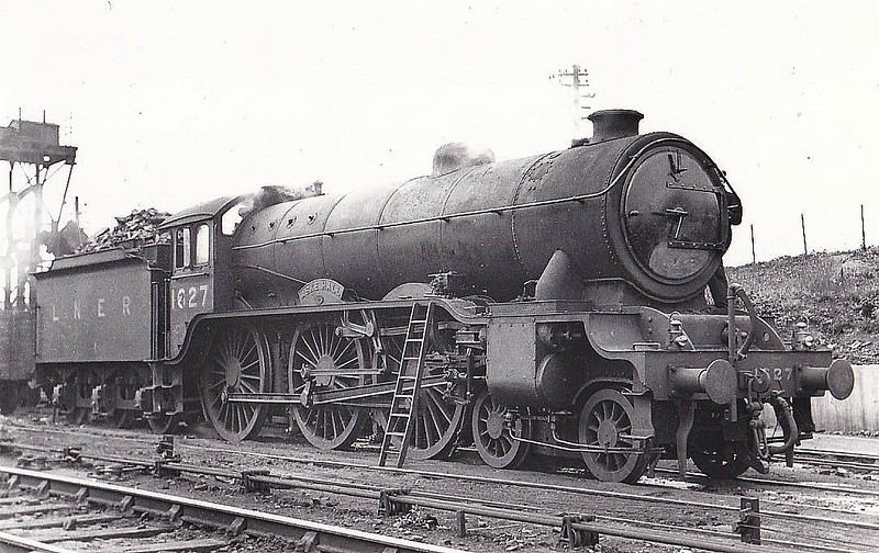 Class B17 - 1627 ASKE HALL - Gresley LNER 4-6-0 - built 03/31 by Darlington Works as LNER No.2827 - 08/46 to LNER No.1627, 11/48 to BR No.61627 - 07/59 withdrawn from 31B March - seen here at Colchester, 06/48.