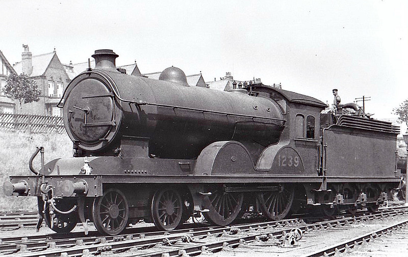 Class D21 - 1239 - Worsdell NER Class R1 4-4-0 - built 12/08 by Darlington Works - 12/42 withdrawn from Leeds Neville Hill MPD - seen here at Scarborough.