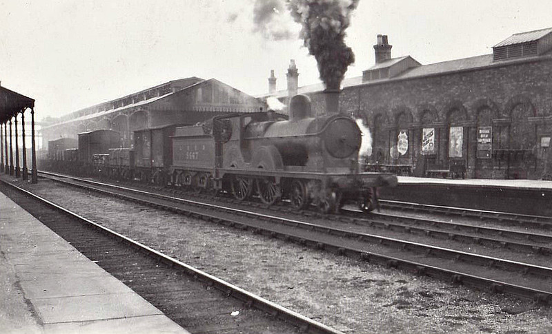 Class D 7 - 5567 - Parker GCR Class 2 4-4-0 - built 12/1890 by Gorton Works as GCR No.1567 - 07/25 to LNER No.5567 - 09/31 withdrawn from Immingham MPD - seen here at Boston in 1927.
