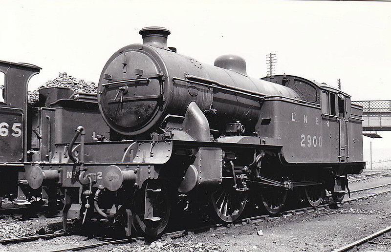 Class V1 - 2900 - Gresley LNER 2-6-2T - built 09/30 by Doncaster Works - 05/46 to LNER No.7600, 08/50 to BR No.67600 - -3/56 rebuilt as Class V3 - 12/62 withdrawn from 65A Eastfield, where seen 07/38.