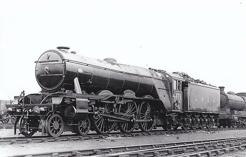 Class A3 - 4475 FLYING FOX - Gresley 4-6-2 - built 04/23 by Doncaster Works as GNR No.1475 - 02/25 to LNER No.4475. 05/46 to LNER No.106, 12/48 to BR No.60106 - 12/64 withdrawn from 34E New England