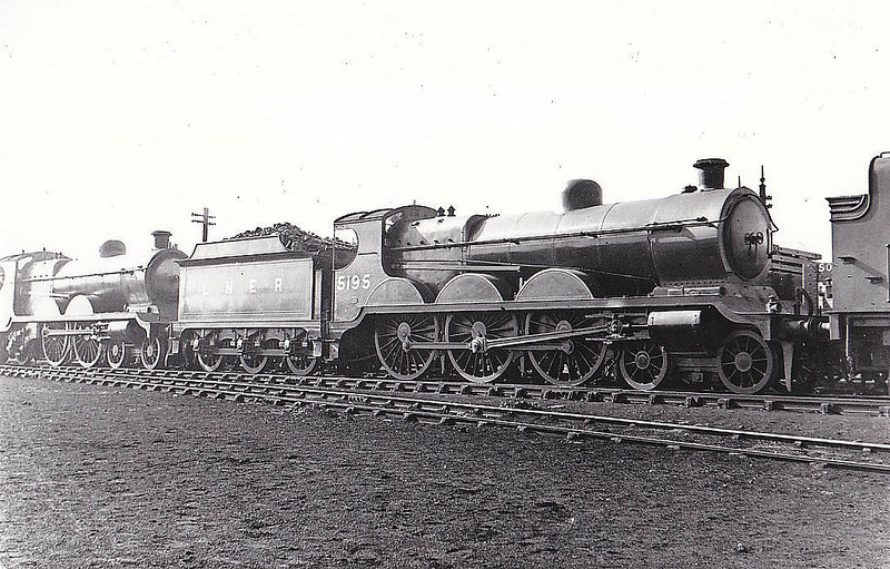 Class B18 - 5195 - Robinson GCR Class 8C 4-6-0 - built 12/03 by Beyer Peacock Ltd as GCT No.195 - 07/24 to LNER No.5195, 10/46 to LNER No.1479 - 12/47 withdrawn from Annesley MPD - seen here at Woodford Halse in 1931.