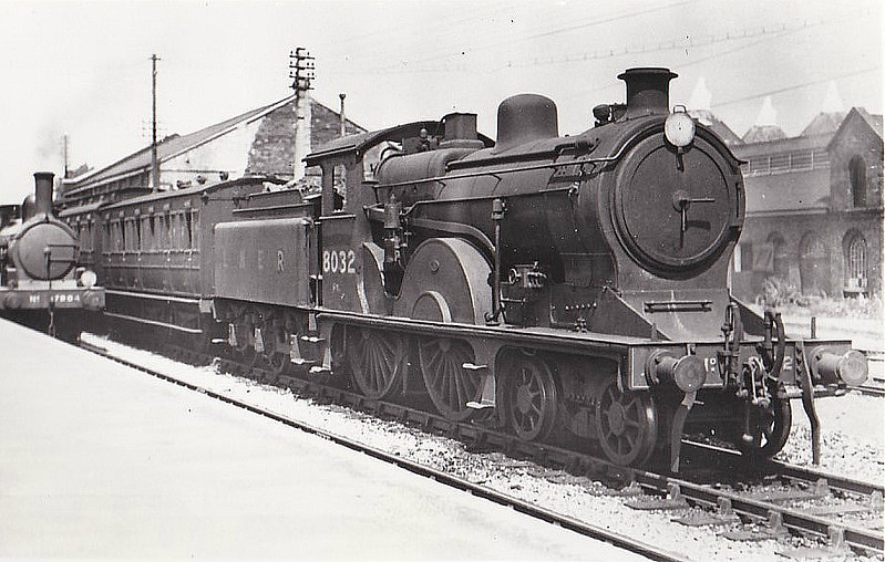 Class D13 - 8032 - Holden GER Class T19 4-4-0 - built 1897 by Stratford Works as GER No.1032 - 05/06 rebuilt by Stratford Works as Class D13 4-4-0 - 1924 to LNER No.8032 - 09/36 withdrawn from Norwich Thorpe MPD - seen here at Dereham, 07/36.