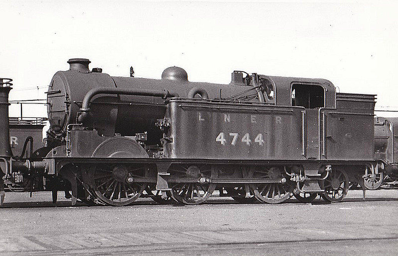 Class N 2 - 4744 - Gresley GNR/LNER 0-6-2T - built 02/21 by North British Loco Co. as GNR No.1744 - 03/24 to LNER No.4744, 12/46 to LNER No.9523, 01/49 to BR No.69523 - 09/62 withdrawn from 34E New England - preserved at GCR.