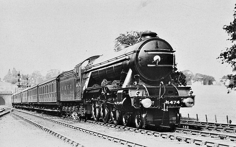 Class A3 - 4474 VICTOR WILD - Gresley 4-6-2 - built 03/23 by Doncaster Works as GNR No.1474 - 11/24 to LNER No.4474. 05/46 to LNER No.105, 08/48 to BR No.60105 - 06/63 withdrawn from 35B Grantham.