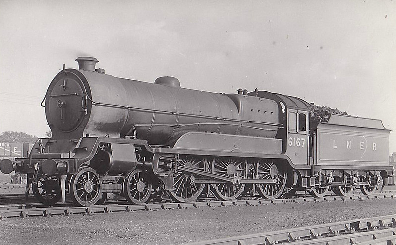 Class B3 - 6167 LLOYD GEORGE - Robinson GCR Class 9P 'Lord Faringdon' 4-6-0 - built 09/20 by Gorton Works as GCR No.1167 - 07/24 to LNER No.6167, LNER No.1498 not applied - 12/47 withdrawn from Immingham MPD.