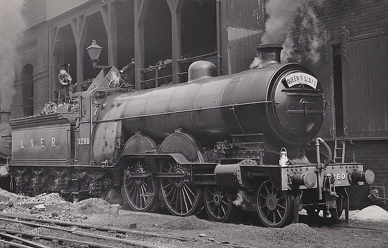 Class C1 - 3280 - Ivatt GNR 4-4-2 - built 06/04 by Doncaster Works as GNR No.280 - 03/24 to LNER No.3280 - LNER No.2809 not applied - 10/46 withdrawn from Leeds Copley Hill MPD, where seen 05/39.