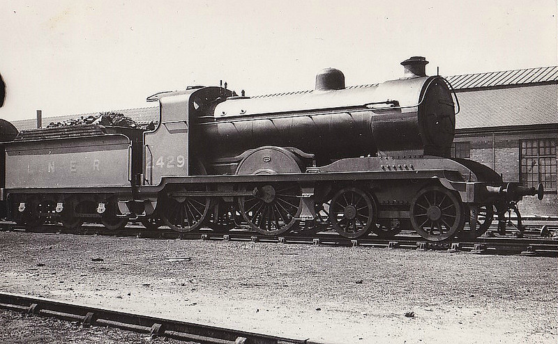 Class D24 - 2429 - Stirling HBR Class J 4-4-0 - built 12/10 by Kitson & Co. as HBR No.42 - 1922 to NER No.3042, 1923 to LNER No.2429 - 09/34 withdrawn from Hull Botanic Gardens MPD.