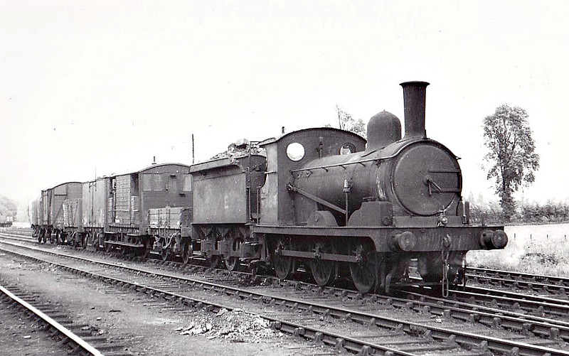 Class J15 - 5384 - Holden GER Class Y14 0-6-0 - built 08/1890 by Stratford Works as GER No.877 - 1924 to LNER No.7877, 01/47 to LNER No.5384, 09/48 to BR No.65384 - 03/55 withdrawn from 30E Colchester - seen here at Marks Tey, 05/48.