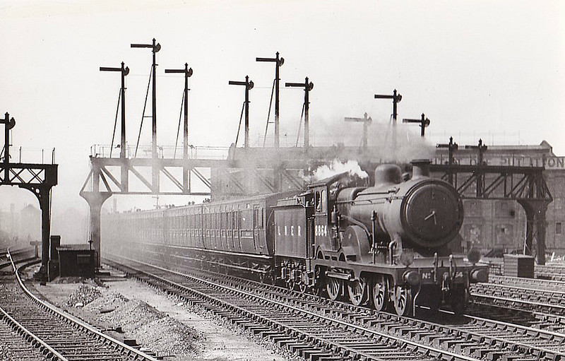 Class D15 - 8864 - Holden 4-4-0 - built 06/03 by Stratford Works as GER No.1864 - 1924 to LNER No.8864, 10/36 rebuilt to Class D16, 12/46 to LNER Class 2535, 08/48 to BR No.62535 - 11/57 withdrawn from 40A Lincoln - seen here at Stratford.