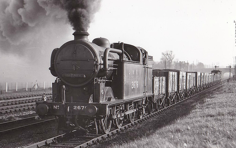 Class N2 - 2676 - Gresley GNR/LNER 0-6-2T - built 03/29 by Hawthorn Leslie & Co. - 04/46 to LNER No.9582, 05/48 to BR No.69582 - 09/60 withdrawn from 34E New England.