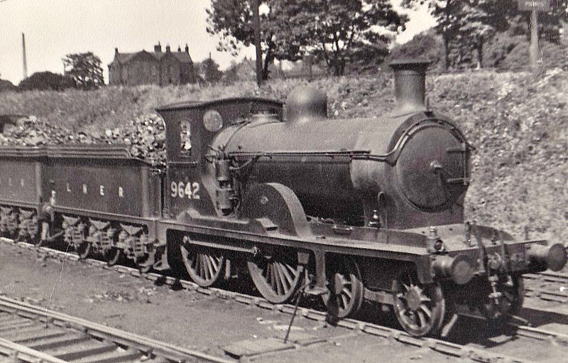 Class D31 - 9642 - Holmes NBR Class M 4-4-0 - built 09/1890 by Cowlairs Works as NBR No.642 - 12/24 to LNER No.9642, 05/46 to LNER No.2060, 10/48 to BR No.62060, 06/49 to BR No.62282 - 02/50 withdrawn from 12B Carlisle Upperby.
