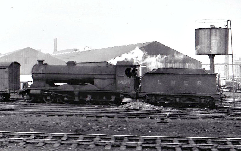 Class B 9 - 1477 - Robinson GCR Class 8G 4-6-0 - built 10/06 by Beyer Peacock & Co. as GCR No.1113 - 09/24 to LNER No.6113, 11/46 to LNER No.1477 - 08/47 withdrawn from Trafford Park MPD, where seen 04/47.