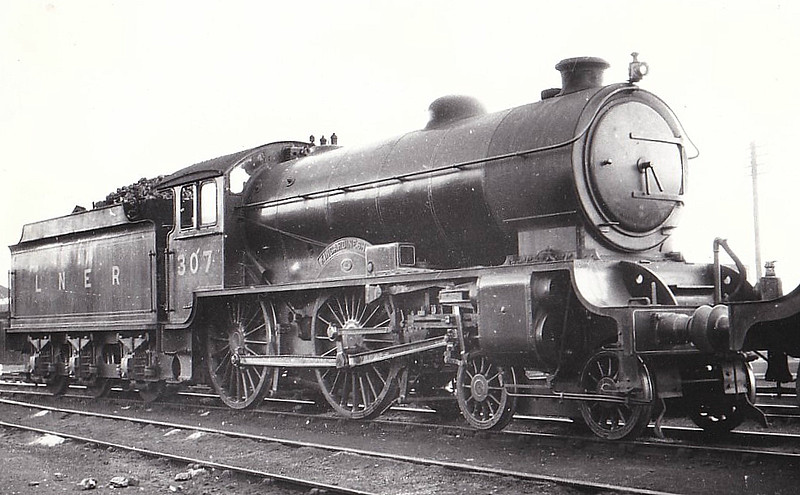 Class D49 - 307 KINCARDINESHIRE - Gresley LNER Hunt Class 4-4-0 - built 03/28 by Darlington Works - 10/46 to LNER No.2716, 04/50 to BR No.62716 - 04/61 withdrawn from 64A St Margarets - seen here at Dundee, 07/32.