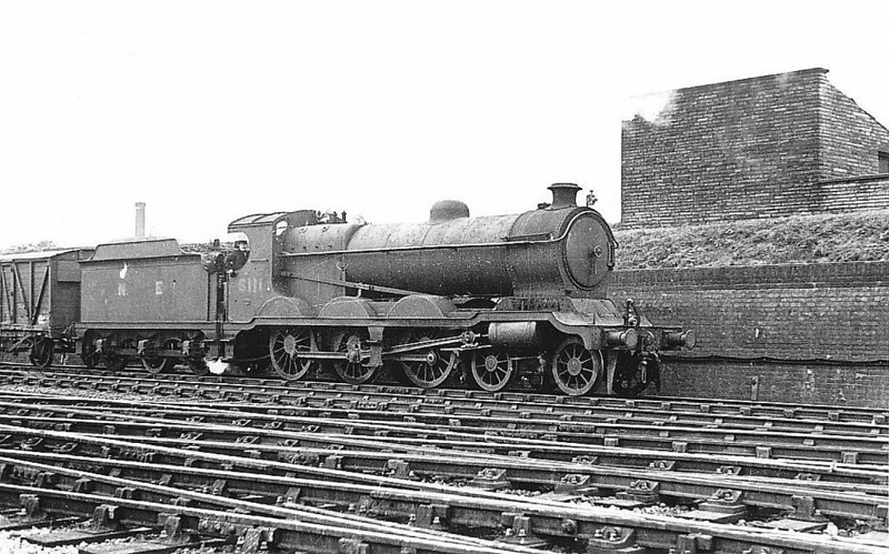 Class B9 - 6111 - Robinson GCR Class 8G 4-6-0 - built 10/06 by Beyer Peacock & Co. as GCR No.1111 - 10/24 to LNER No.6111, 10/46 to LNER No.1475, 02/49 to BR No.61475 - 05/49 withdrawn from 8F Heaton Mersey - seen here at Guide Bridge, 09/45.