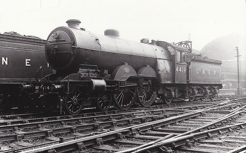 Class C1 - 4419 - Ivatt GNR 4-4-2 - built 05/06 by Doncaster Works as GNR No.1419 - 05/24 to LNER No.4419, 11/46 to LNER No.2849 - BR No.62849 not applied - 07/48 withdrawn from 34A Kings Cross, where seen - note Pacific-type cab.