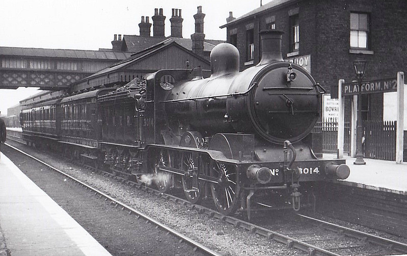 Class J 1 - 3014 - Ivatt GNR 0-6-0 - built 11/08 by Doncaster Works as GNR No.14 - 1923 to LNER No.3014, 10/46 to LNER No.5013, 05/50 to BR No.65013 - 11/54 withdrawn from 34D Hitchin - seen here at Spalding.