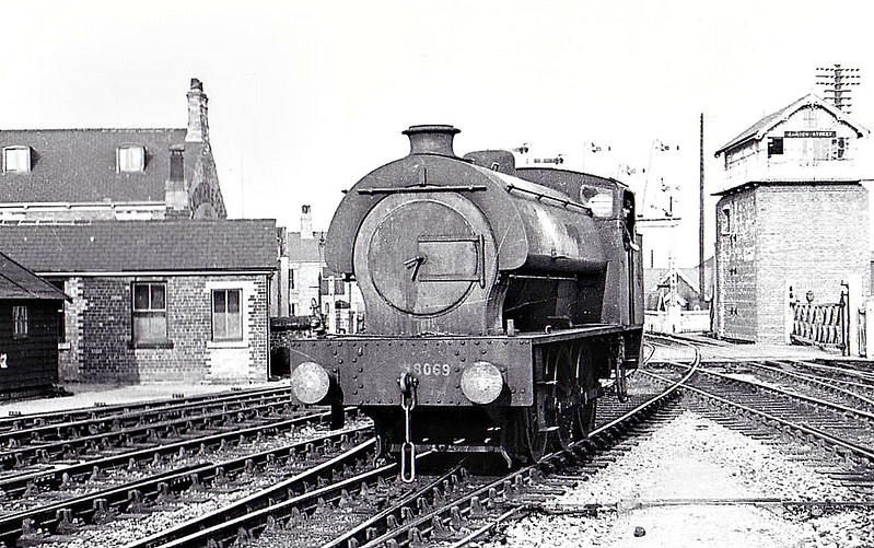 Class J94 - 8069 - Riddles WD Austerity Class 0-6-0ST - built 02/46 by Hudswell Clarke & Co. as WD No.71476 - 07/46 to LNER No.8069, 12/48 to BR No.68069 - 09/62 withdrawn from 41J Langwith Junction - seen here at Garden Street, Grimsby, 04/47.