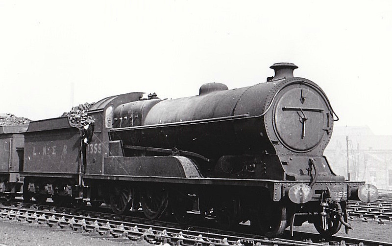 Class B8 - 1355 - Robinson GCR Class 1A 4-6-0 - built 10/14 by Gorton Works as GCR No.444 - 01/25 to LNER No.5444, 08/46 to LNER No.1355 - BR No.61355 not applied - 09/48 withdrawn from 41A Sheffield Darnall - seen here at Gorton, 03/48.