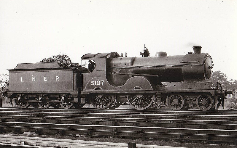 Class D 9 - 5107 - Robinson GCR Class 11B 4-4-0 - built 04/04 by Vulcan Foundry Co. as GCR No.107 - 09/24 to LNER No.5107, 08/46 to LNER No.2329 - BR No.62329 not applied - 02/49 withdrawn from 13A Trafford Park - seen here at York.