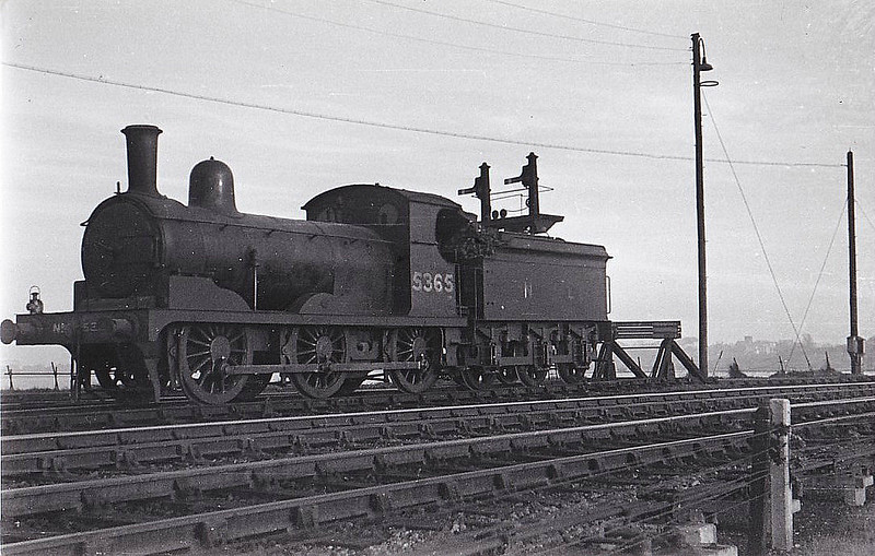 Class J15 - 5365 - Holden GER Class Y14 0-6-0 - built 10/1889 by Stratford Works as GER No.846 - 1924 to LNER No.7846, 10/46 to LNER No.5365 - BR No.65365 not applied - 07/51 withdrawn from 31B March - seen here at Parkeston Quay, 02/49.