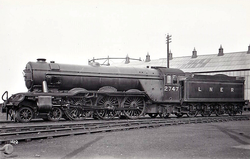 Class A3 - 2747 CORONACH - Gresley GNR/LNER 4-6-2 - built 11/28 by Doncaster Works  - 07/46 to LNER No.93, 09/48 to BR No.60093 - 04/62 withdrawn from 12B Carlisle Canal.