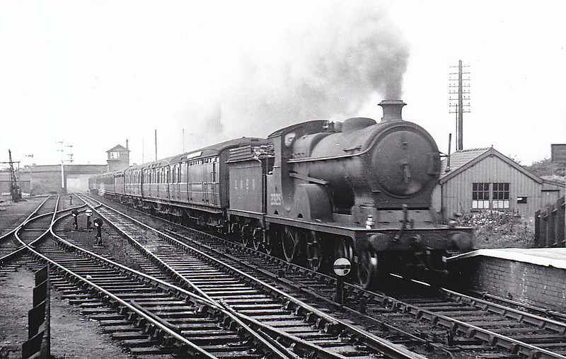 Class D9 - 2325 - Robinson GCR Class 11B 4-4-0 - built 03/03 by Sharp Stewart & Co. as GCR No.1041 - 04/24 to LNER No.6041, 06/46 to LNER No.2325 - 06/48 to BR No.62325 - 01/48 withdrawn from 13A Trafford Park - seen here at Glazebrook, 10/46.