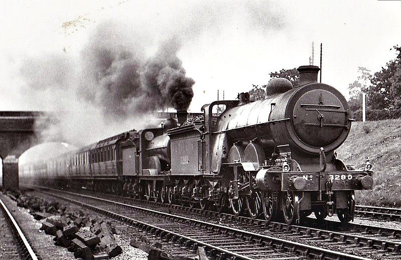 Class C1 - 3290 - Ivatt GNR 4-4-2 - built 08/04 by Doncaster Works as GNR No.290 - 1924 to LNER No.3290 - 11/45 withdrawn from New England - seen here at Hadley Wood.