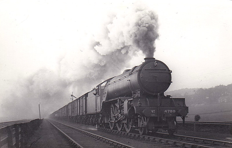 Class V2 - 4799 - Gresley LNER 2-6-2 - built 03/38 by Doncaster Works as LNER No.4799 - 10/46 to LNER No.828, 09/49 to BR No.60828 - 10/65 withdrawn from 50A York North - seen here at Low Fell in 1938.