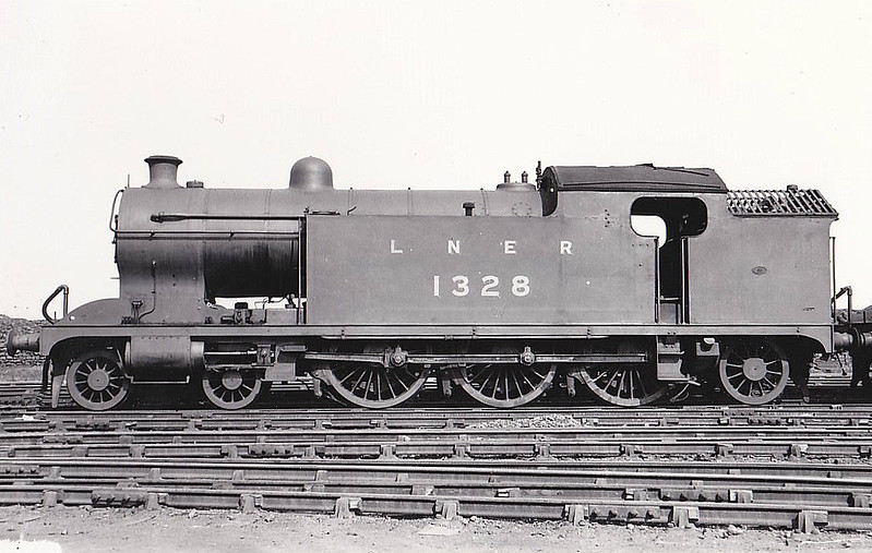 Class A8 - 1328 - Raven NER Class H1 4-4-4T - built 02/22 by Darlington Works - 05/34 rebuilt as Class A8 4-6-2T - 03/46 to LNER No.9891, 10/48 to BR No.69891 - 09/58 withdrawn from 51L Thornaby - seen here at Darlington, 05/36.
