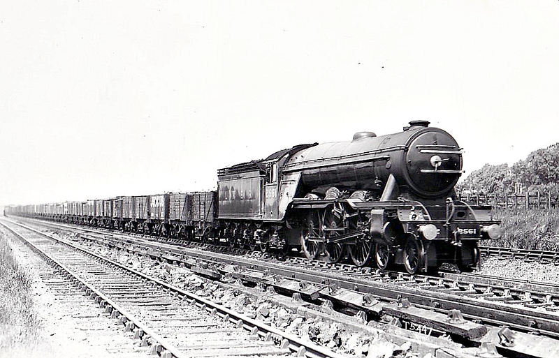 Class A3 - 2561 MINORU - Gresley 4-6-2 - built 05/25 by Doncaster Works - 10/46 to LNER No.62, 07/49 to BR No.60062 - 12/64 withdrawn from 34E New England - seen here on what is surely a running-in turn!