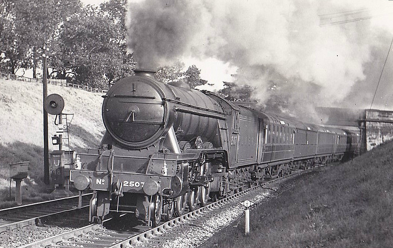Class A3 - 2507 SINGAPORE - Gresley LNER 4-6-2 - built 12/34 by Doncaster Works - 11/46 to LNER No.42, 04/48 to BR No.60042 - 07/64 withdrawn from 64A St Margarets.