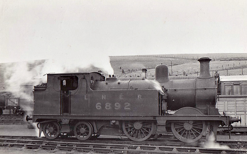 Class G10 - 6892 - Johnson GNSR Class R 0-4-4T - built 12/1893 by Neilson & Co. as GNSR No.92 - 06/25 to LNER No.6892 - 05/39 withdrawn from Keith MPD, where seen 06/38.
