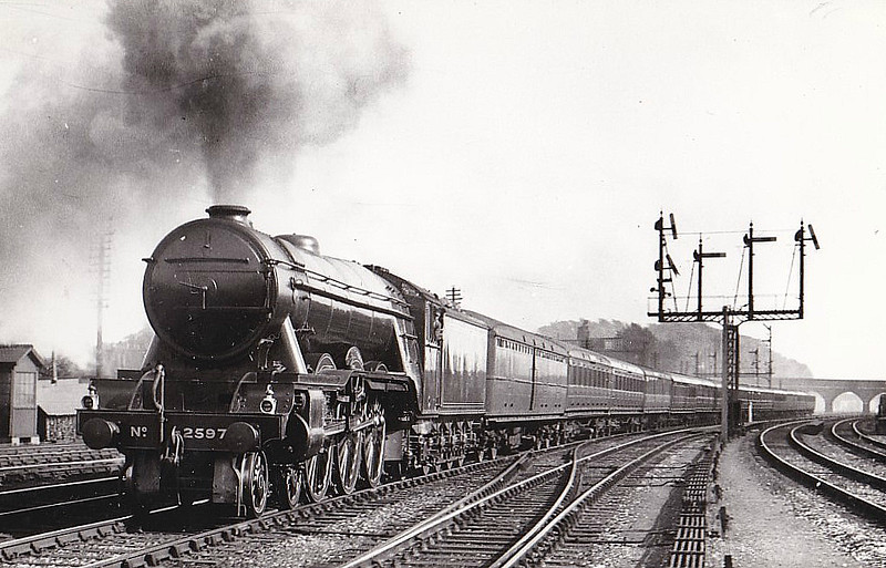 Class A3 - 2697 GAINSBOROUGH - Gresley GNR/LNER 4-6-2 - built 04/30 by Doncaster Works - 10/46 to LNER No.86, 09/48 to BR No.60086 - 11/63 withdrawn from 50B Leeds Neville Hill.