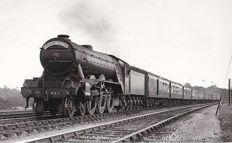 Class A3 - 4471 SIR FREDERICK BANBURY -  Gresley GNR/LNER 4-6-2 - built 07/22 by Doncaster Works as GNR No.1471 - 08/25 to LNER No.4471. 08/46 to LNER No.102, 05/49 to BR No.60102 - 11/61 withdrawn from 34A Kings Cross.
