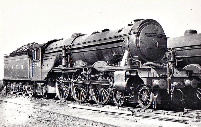 Class A3 - 2576 THE WHITE KNIGHT - Gresley 4-6-2 - built 10/24 by North British Loco Co. - 06/46 to LNER No.77, 11/48 to BR No.60077 - 07/64 withdrawn from 64A St Margarets - note brake pump and feedwater heater.