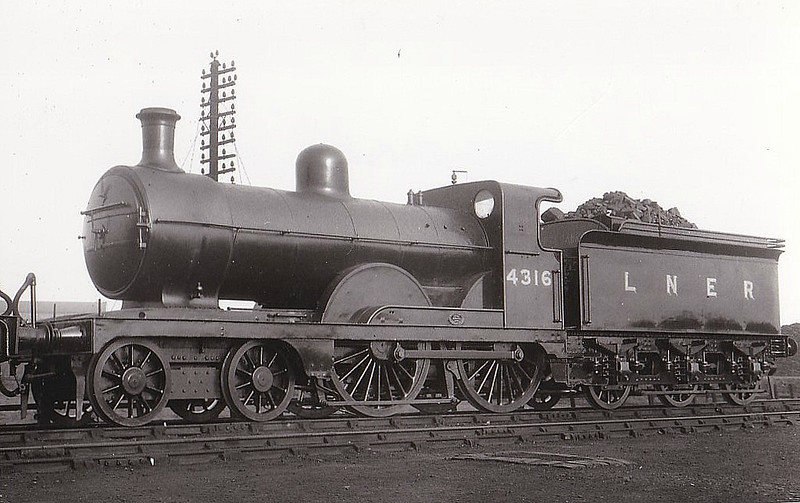Class D 3 - 4316 - Ivatt GNR Class D3 4-4-0 - built 04/1898 by Doncaster Works as GNR No.1316 - 02/25 to LNER No.4316, 12/46 to LNER No.2131, 03/48 to BR No.62131 - 10/49 withdrawn from 34E New England - seen here at Doncaster in 1934.