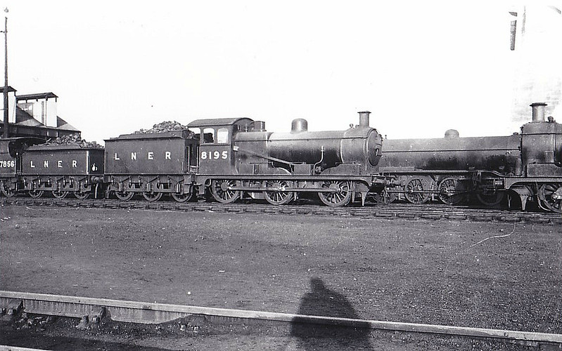 Class J17 - 8195 - Holden GER Class F48 0-6-0 - built 10/02 by Stratford Works as GER No.1195 - 1924 to LNER No.8195 - 07/26 rebuilt from Class J16 - 09/46 to LNER No.5545, 06/48 to BR No.65545 - 10/59 withdrawn from 30E Colchester - seen here at March.