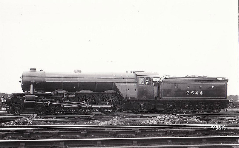 Class A3 - 2544 LEMBERG - Gresley 4-6-2 - built 07/24 by Doncaster Works - 11/46 to LNER No.45, 06/48 to BR No.60045 - 11/64 withdrawn from 51A Darlington - seen here when new, prior to naming.