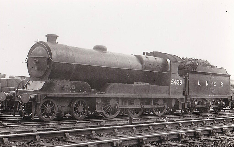Class B8 - 5439 SUTTON NELTHORPE - Robinson GCR Class 1A 4-6-0 - built 07/14 by Gorton Works as GCR No.439 - 10/25 to LNER No.5439, 12/46 to LNER No.1350 - 08/47 withdrawn from Sheffield Darnall MPD - seen here at Colwick in 1934.