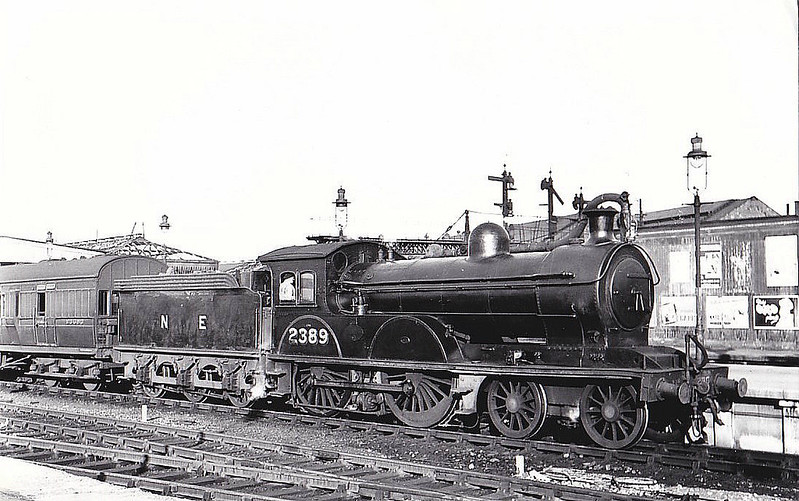 Class D20 - 2389 - Worsdell NER Class R 4-4-0 - built 05/07 by Gateshead Works as NER No.1217 - 1946 to LNER No.2389, 07/48 to BR No.62389 - 09/54 withdrawn from 50B Leeds Neville Hill - seen here at York, 08/47.
