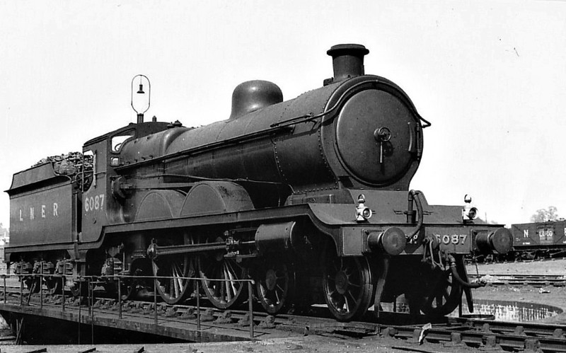 Class C4 - 6087 - Robinson GCR Class 8B 4-4-2 - built 10/05 by North British Loco Co. as GCR No.1087 - 12/25 to LNER No.6087 - LNER No.2911 not applied - 11/44 withdrawn from Woodford Halse MPD.