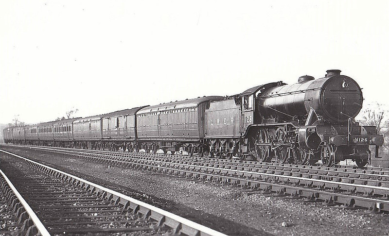 Class K3 - 1125 - Gresley GNR/LNER 2-6-0 - built 04/31 by Armstrong Whitworth & Co. - 01/46 to LNER No.1908, 01/50 to BR No.61908 - 01/62 withdrawn from 41F Mexborough - seen here at Brookmans Park in 1938.