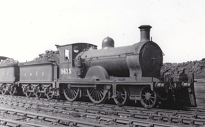 Class D31 - 9635 - Holmes NBR Class M 4-4-0 - built 05/1890 by Cowlairs Works as NBR No.635 - 04/24 to LNER No.9635, 08/46 to LNER No.2059, 09/48 to BR No.62059, 08/49 to BR No.62281 - 12/52 withdrawn from 51G Haverton Hill.