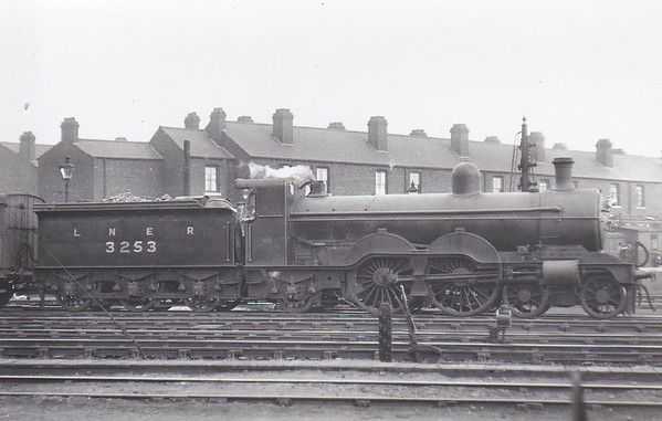 Class C2 - 3253 - Ivatt GNR 4-4-2 - built 05/03 by Doncaster Works as GNR No.253 - 1924 to LNER No.3253 - 05/37 withdrawn from Doncaster MPD - seen here in September 1929.
